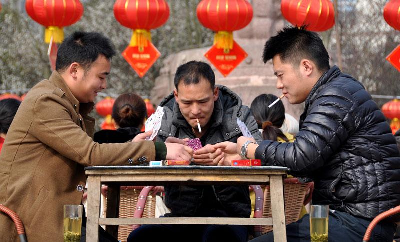 Chinese Lawmaker Calls for Smoking Ban